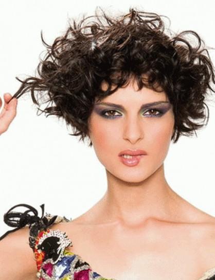 Tagli capelli corti ricci estate 2012