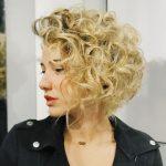 capelli ricci biondi