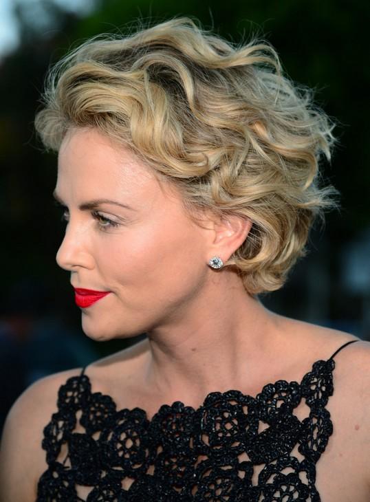 Charlize-Theron-Short-Hair-Style-Women-Short-Wavy-Haircuts-2015