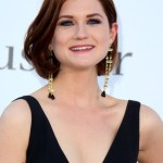 Bonnie-Wright-Short-Wavy-Bob-Hairstyle-for-Thick-Hair