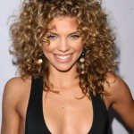 Celebrity-Shoulder-Length-Curly-Hairstyle-for-Women