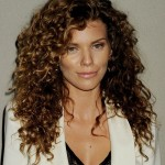 Easy-hairstyles-for-naturally-curly-hair