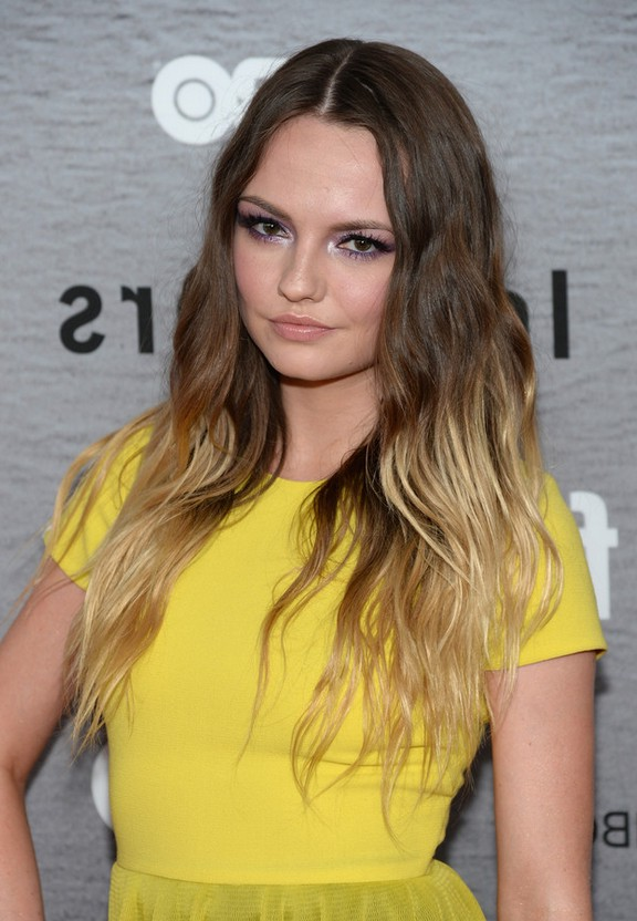 Emily-Meade-Brown-to-Blonde-Ombre-Hairstyle-with-Beachy-Waves Emily-Meade-Brown-to-Blonde-Ombre-Hairstyle-with-Beachy-Waves