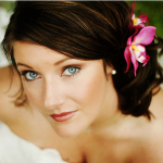 awesome-beach-wedding-hair-with-beach-wedding-hairstyle-with-pink-fresh-tropical-flower-hairclip-in-wedding-hair