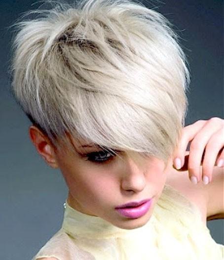 Capelli corti colore bianco