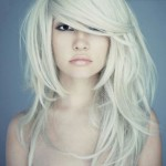 capelli-scalati-biondo-platino