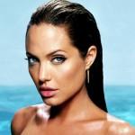 Angelina-Jolie-capelli-effetto-bagnato
