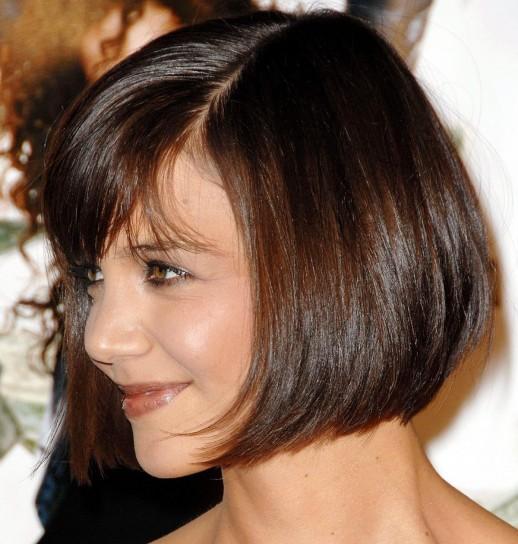 katie-holmes-capelli-caschetto