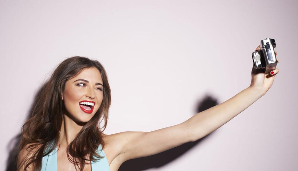 capelli medio corti selfie-1024x589
