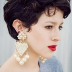 short-hairstyles-for-oval-faces-over-40-600x947