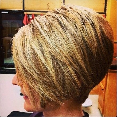 Inverted-Bob-Cut-Short-Straight-Hairstyles-for-Thick-Hair