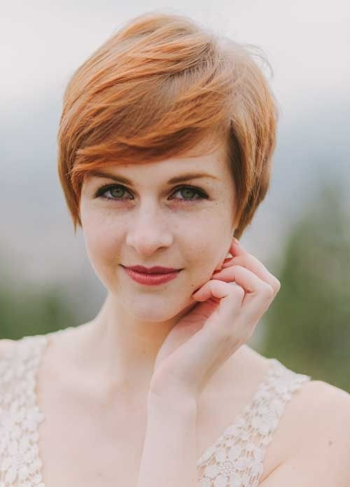 Short-Hair-Color-Ideas-Pretty-Straight-Pixie-Haircut-with-Side-Bangs