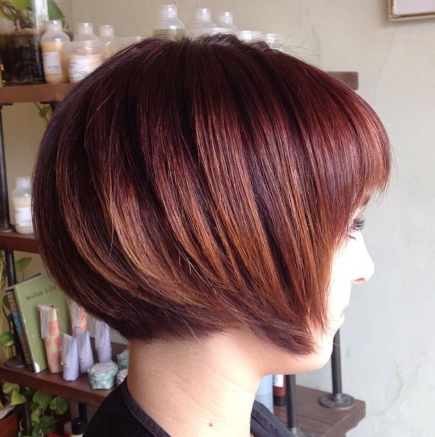 Side-View-of-Brunette-Graduated-Bob-Haircut