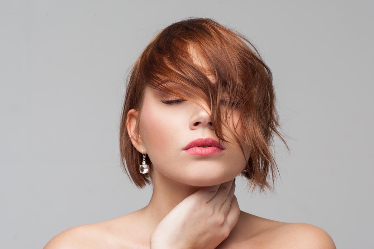 Ringiovanire con un taglio di capelli