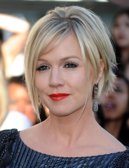 Jennie-Garth-Short-Hairstyle