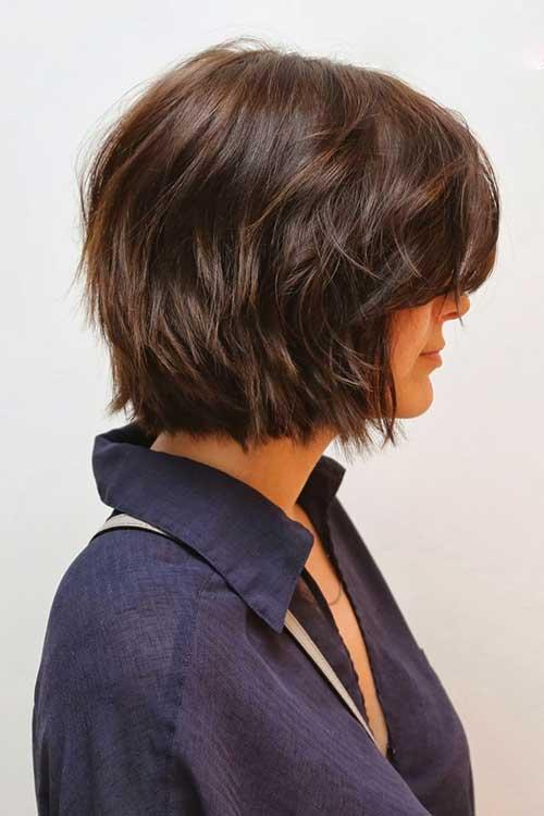Layered-Dark-Bob-for-Wavy-Hair