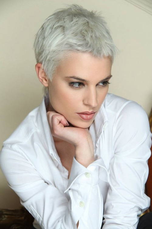 Se non vuoi perdere il giro con ciò che fa tendenza, non saltare questo taglio di capelli molto corto. Adatto quasi a tutte, rende il viso piu' luminoso e bello. Pics-of-very-short-pixie-haircuts