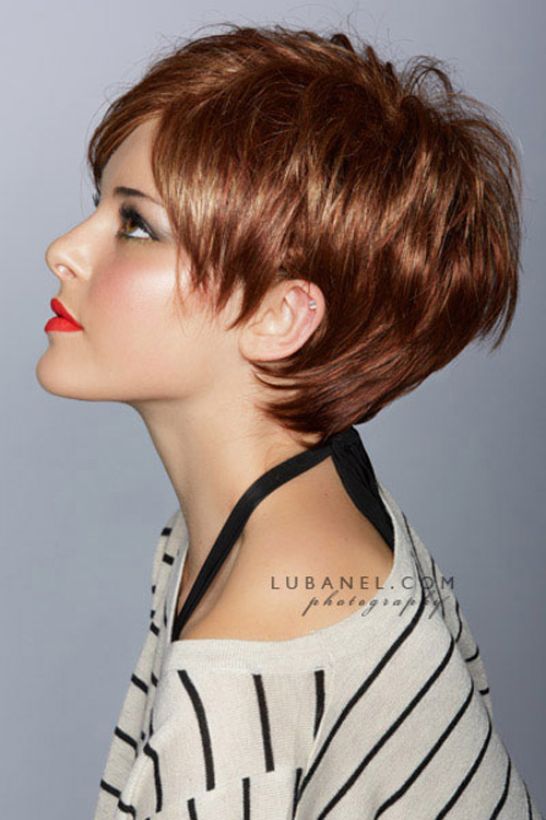 Se non vuoi perdere il giro con ciò che fa tendenza, non saltare questo taglio di capelli molto corto. Adatto quasi a tutte, rende il viso piu' luminoso e bello. Short-pixie-haircuts-for-women-2012