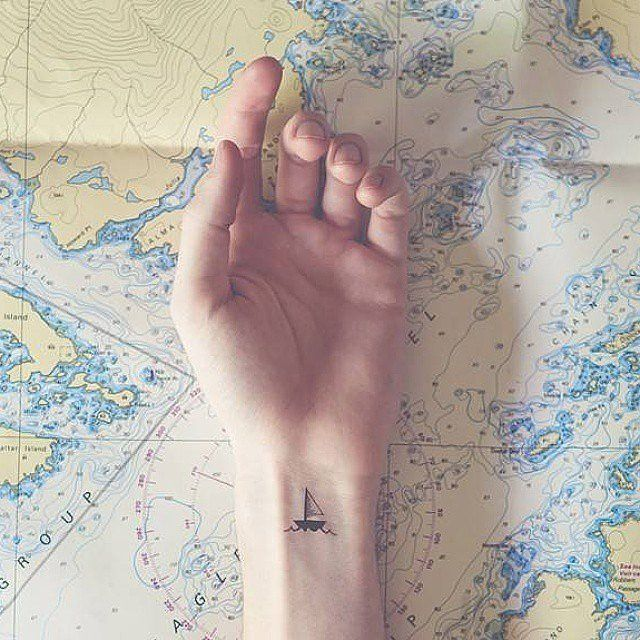 15-tiny-tattoos-you-can't-wait-to-have12