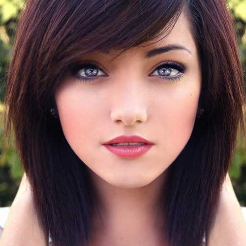 Taglio di capelli corti e colore Dark-Red-Brown-Hair