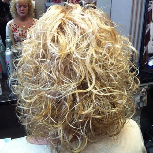 Permanente con capelli lisci e sottili