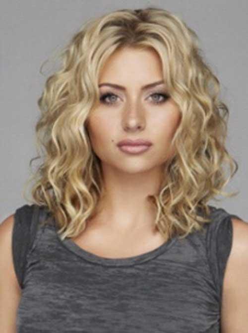 Se siete indecise tra i capelli corti o lunghi provate queste bellissime acconciature di capelli mossi e ricci di media lunghezza.