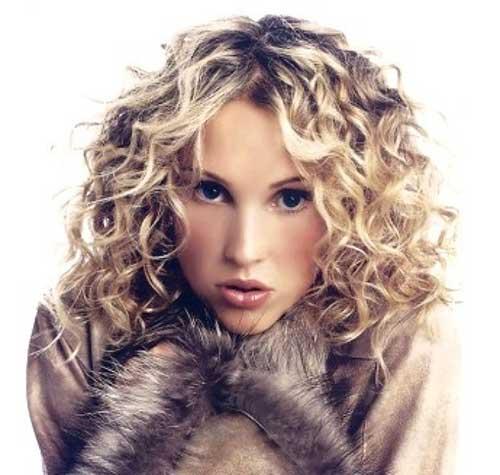 Stili di capelli ricci di media lunghezza