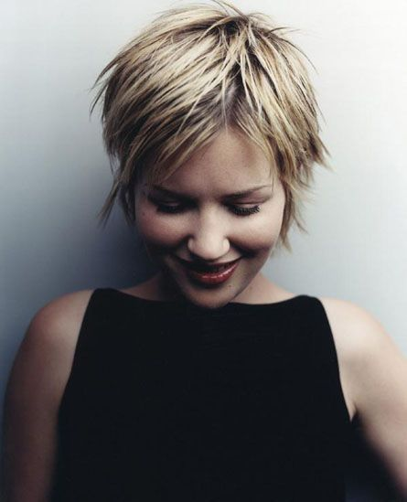 Easy-Pixie-Haircut-for-Summer-Hairstyles