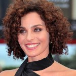 Short-Haircuts-for-Curly-Frizzy-Hair