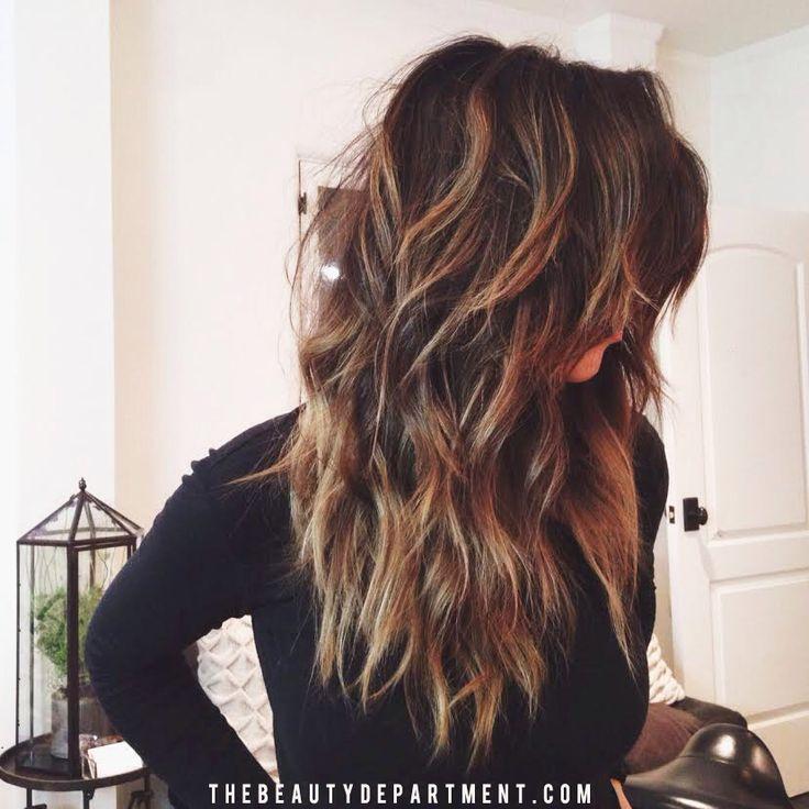 Bellezze dai capelli lunghi ondulati