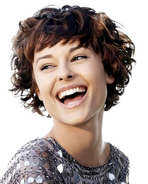 capelli ricci corti Short-Hairstyle-for-Thick-Hair-Women-Short-Haircuts-for-Curly-Hair