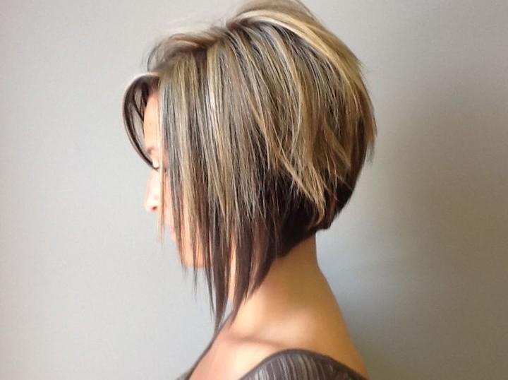 capelli scalati corti