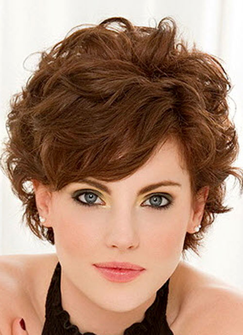 capelli ricci corti Wavy-hair-with-side-swept-bangs-pictures