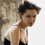 Angelina-Jolie-Spiky-Haircut-915x915