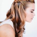 Pettinatura-capelli-lunghi-con-treccia-superiore-autunno-inverno-2015