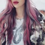 capelli-grigi-mescolati-con-ciocche-rosa