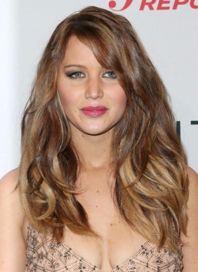 capelli-lunghi-con-riga-laterale