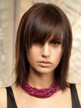 Taglio di capelli lungo con frangia