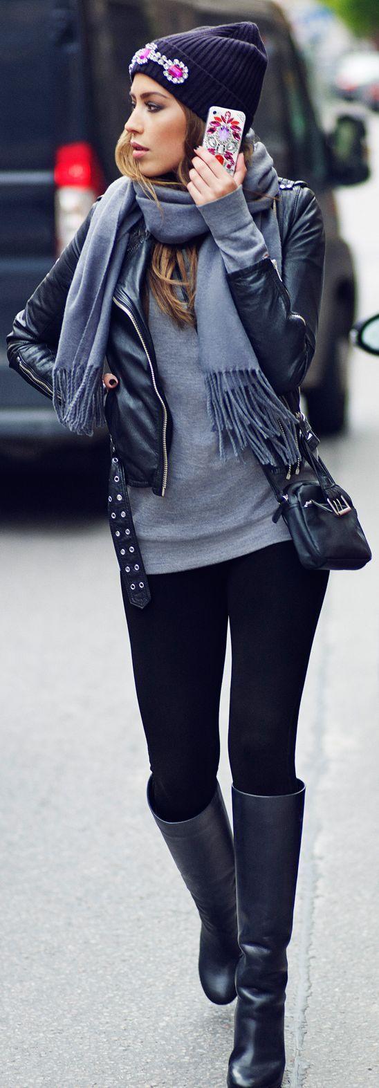 Grey-long-sleeve-shirt-and-black-leggings