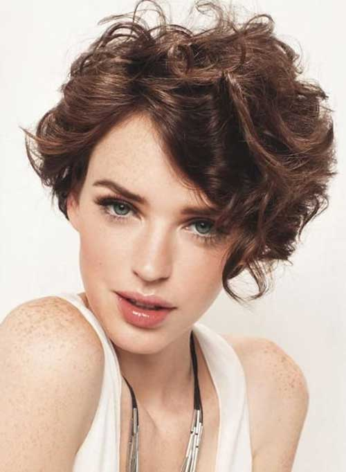 Short-Curly-Hairstyles-for-Oval-Faces