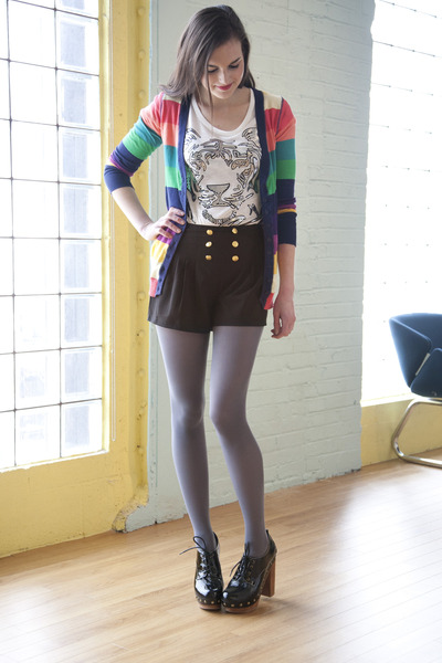 Shorts-with-grey-tights