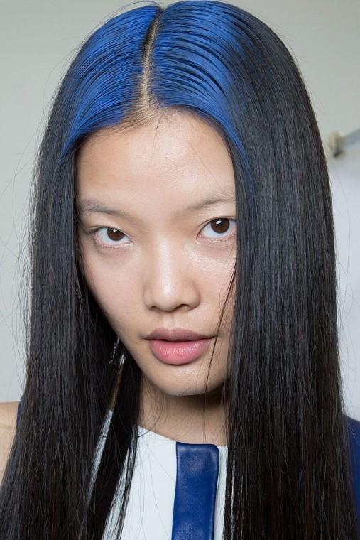 capelli-lisci-con-radici-blu