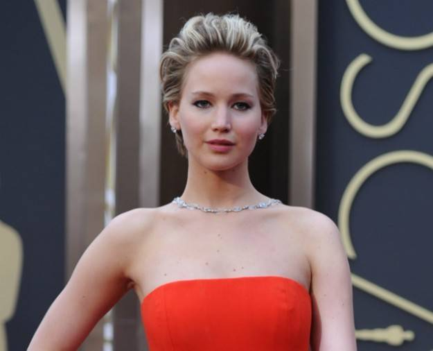 pettinatura-allindietro-per-jennifer-lawrence pettinatura-allindietro-per-jennifer-lawrence