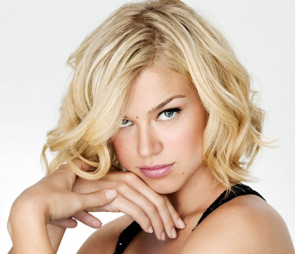short-wavy-short-hairstyles-for-oval-faces