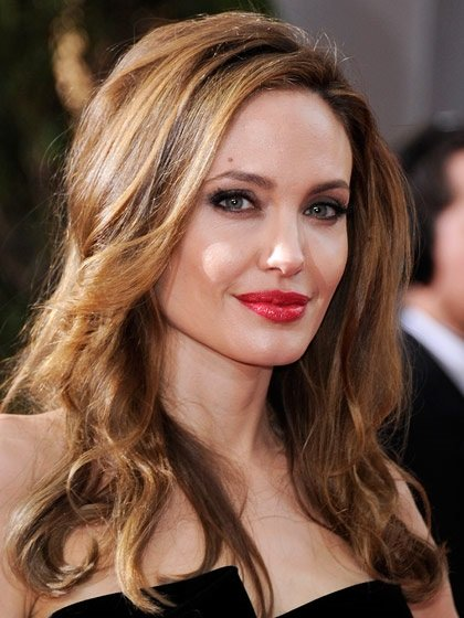 Gold-Garage-Angelina-Jolie-colore-tinta-capelli-scuri Gold-Garage-Angelina-Jolie-colore-tinta-capelli-scuri