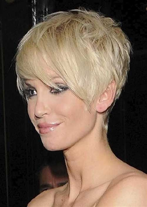 Pixie-Cut-with-Bangs