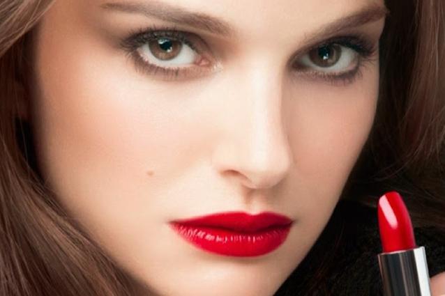 Rossetto-rosso-tutti-i-segreti-a-chi-sta-bene-quale-scegliere-e-come-applicarlo1