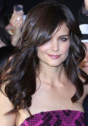 Taglio-di-capelli-lunghi-e-mossi-Katie-Holmes