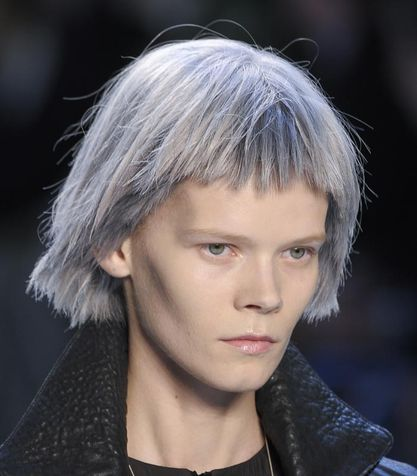 capelli grigi Tendenza-capelli-grigi_su_vertical_dyn