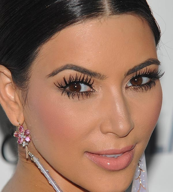 Top-20-Kim-Kardashian-Makeup-Looks-8